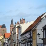Blick durch die Historische Altstadt (Lange Straße) mit Fachwerkhäusern