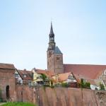 Elbpromenade mit Steigberg (Wehrturm)